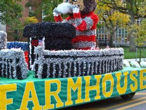 FarmHouse Homecoming float